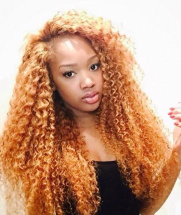 Cliente satisfaite, Awa. Tissage bouclé Sheriish Beauty Hair, mèches Kinky Curl décolorées.